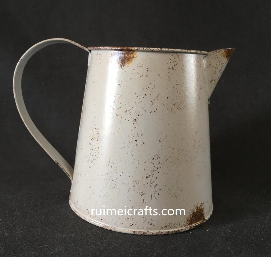 popular new design rustic metallic gardening watering can