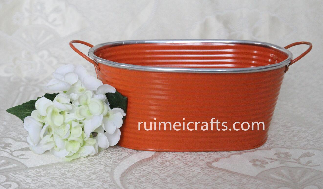 large oval metal colar tub